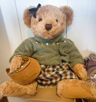 Lady Shelby is a beautiful, highly collectable & rare teddy bear with hand embroidered features and tan ultrasuede paw pads. She is certainly a cupboard piece with the last of her kind being made in 1999 🌟 #teddybear #antique #collectable #handmade #inspired #create #inspiredbydesign #dungognsw #shopsmallbusiness